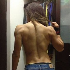 Look at her back. Female Back Muscles, Female Muscle, Anatomy Poses, Workout Pictures, Muscular Women, Bodybuilding Training, Queen, Girl Body, Human Anatomy