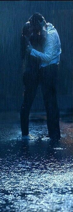 A kiss in the rain...♥ I like those. But not the stupid cold rain, or heavy rain. Nice warm rain...