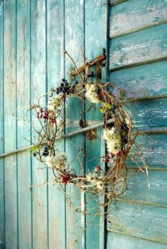 This simple wreath would look romantic hanging from an old time arrow stuck in the side of the barn