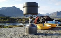 Backpacking North: article on ultralight cooking pots to reduce pack weight