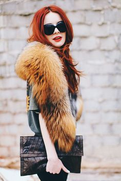 "Fur stole + oversized vintage tee & clutch = ""oh I just threw this on!"" chic"