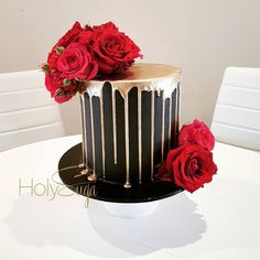 241 curtidas, 8 comentrios - Cake Stylist and Visionary (holysuga) no Red Birthday Cakes, Birthday Cakes For Women, Choc Drip Cake, Beautiful Cakes, Amazing Cakes, Black And Gold Cake, Red Cake, Black Wedding Cakes, Drip Cakes