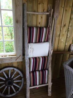 Stige av drivved. Driftwood, Ladder Decor, Home Decor, Homemade Home Decor, Drift Wood, Interior Design, Home Interiors, Decoration Home, Home Decoration