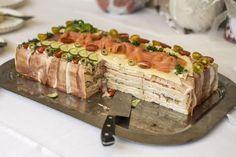 Savršena slavska predjela: 5 recepta za slane torte i rolate (FOTO) Party Sandwiches, Sandwich Cake, Kitchen Recipes, Cooking Recipes, Salty Snacks, Salty Foods, Pear Recipes, Croatian Recipes, Best Food Ever