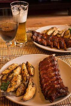 Coaste de porc glazurate, cu cartofi aurii – Mana Verde Helathy Food, Healthy Dinner Recipes, Cooking Recipes, Confort Food, Verde Recipe, Good Food, Yummy Food, How To Cook Pork, Vegan Meal Prep