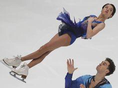 La pareja rusa Vera Bazarova y Andrei Deputat participa en el campeonato de patinaje artístico de Nagano.