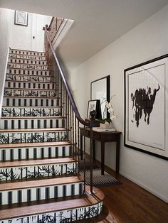 Stair risers have to be one of the most creative places to wallpaper. I don't like this wallpaper but I love how the photo shows the compliment between the wallpapered risers & artwork. Bold Wallpaper, Pattern Wallpaper, Wallpaper Stairs, Stair Risers, Better Homes, Stairways, Home Remodeling, New Homes, Layout