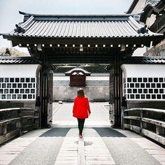 by @wonderlandsandi ・・・ | J A P A N | I must admit. We did underestimate Kanazawa and its beauty. It has turned out so great! ♥ Here exploring Kanazawa Castle and its stunning gardens. . . . #japan #japantravel #japantrip #kanazawa #kanazawacastle #bestoftheday #japonia #nipon #travelerinjapan #iamatraveler #travelgirl #travelwoman #wanderlust #polishgirl #mytravelgram #travelgram #travelmore #exploremore #fushimiinari #lovetheworld #passionpassport #mytinyatlas #wearetravelgirls…