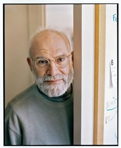 In this memoir, Oliver Sacks abandons the restraint that characterized his earlier accounts and reveals his vulnerabilities.