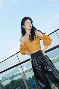 Zhao Li Ying, Muslim Beauty, Korean Girl Fashion, Chinese Actress, Girl Body, Role Models, Kpop Girls, Off Shoulder Blouse, Boy Or Girl