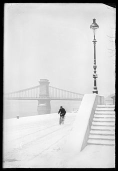 Budapest Hungary - Chain Bridge and the bank of the River Danube Winter Snow, Winter White, Old Pictures, Old Photos, Vintage Photos, Snow Pictures, Pretty Pictures, Glasgow, Capital Of Hungary