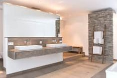 Wellnessoase in Einfamilienhaus bietet viel Platz zum Entspannen: moderne Badezimmer von Pientka - Faszination Naturstein
