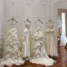 #EnzoMiccio Enzo Miccio: Ecco le mie creature oggi in esclusiva nel mio show room napoletano #lejardinsuspendu #abitodasposa #enzomicciocollezioni #enzomicciobridalcollection #enzomiccioweddingplanner #enzomicciostyle #weddingdress #dress #dream #love #bride #bridal #bridedress #matrimonio