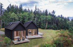 Linz-based architecture practice Architektur has completed Haus L, a charming minimalist home defined by a massive gabled roof in rural Austria. Design Exterior, Exterior Siding, Tiny House Cabin, Tiny Cabins, Log Cabins, Modern Barn, Modern Cabins, Small Modern Cabin, Small Log Cabin