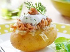 Potatoes filled with scrimps and dill Shrimp Recipes Easy, Potato Recipes, Healthy Recipes, Healthy Food, Italian Lunch, Eat This, Fast Food, Sandwiches For Lunch, Dutch Recipes