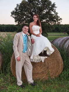 Can't have a country wedding without some hay bales haha