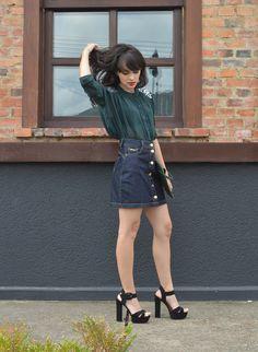Look denim button front skirt blog Ela Inspira - http://www.elainspira.com.br/look-shot-at-the-night/
