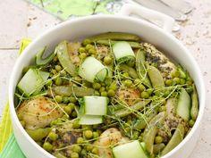Hähnchen mit grünem Gemüse | Zeit: 25 Min. | http://eatsmarter.de/rezepte/haehnchen-mit-gruenem-gemuese
