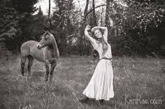 Mims I need a picture like this. Senior Pictures, Senior Pics, Horse Photography, Hippie Bohemian, Boho Chic, Horses, Work Clothes, Photoshoot Ideas, Animals