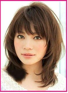 Haircuts for shoulder-length hair with bangs # curls # hairlength # diagonal bangs hairstyles About Haarschnitte für schulterlanges Haar mit Pony - Neu Haare Frisuren 2018 PinYou can easily use my p Medium Haircuts With Bangs, Medium Layered Haircuts, Haircut Medium, Haircut Long, Asian Haircut, Hairstyles For Medium Length Hair With Bangs, Shoulder Length Hair Styles For Women, Shoulder Length Hair Cuts With Layers, Bang Haircuts