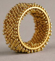 Rings Ideas : Erik Urbschat Hedgehog FlourishRing in yellow gold 2160 Contemporary Jewellery, Modern Jewelry, Luxury Jewelry, Jewelry Art, Jewelry Rings, Silver Jewelry, Jewelry Design, Designer Jewellery, Fine Jewelry