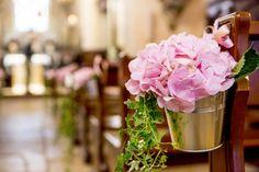 Decoration eglise, dais nuptiale, houpa, ceremonie religieuse, decoration ceremonie, fleur autel, bout de banc, composition florale, decoration allée nuptiale, pétales de roses, fleurs fraiches - Eglise