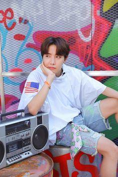 """BTS J-Hope/ Jung Hoseok/ Hobi living his colourful life as a freestyle (¿) dancer lockscreens/ Wallpaper"" Bts J Hope, J Hope Selca, Gwangju, Jung Hoseok, Jungkook Jimin, Bts Bangtan Boy, Bts Boys, Bts Lockscreen, Foto Bts"
