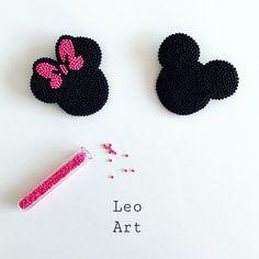 208 отметок «Нравится», 5 комментариев — Leo_Art (@l.e.o_art) в Instagram: «Милые броши Микки и Мини » Diy Bead Embroidery, Shirt Embroidery, Beading Tutorials, Beading Patterns, Beaded Brooch, Beaded Jewelry, Brooches Handmade, Handmade Jewelry, Handmade Clothes