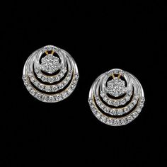 it's very pretty jewelry Real Gold Jewelry, Emerald Jewelry, Jewelry Art, Diamond Jewelry, Fine Jewelry, Diamond Bracelets, Indian Jewelry, Real Diamond Earrings, Diamond Earing