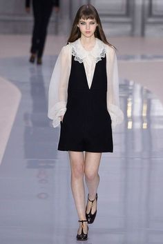 Chloé Fall 2017 Ready-to-Wear Fashion Show - Maria Clara