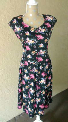 Hey, I found this really awesome Etsy listing at https://www.etsy.com/listing/242155063/lanz-vintage-early-90s-style-floral