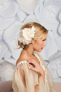 Weddbook is a content discovery engine mostly specialized on wedding concept. You can collect images, videos or articles you discovered  organize them, add your own ideas to your collections and share with other people - palma fascinator by tessa kim