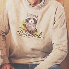 #keepitwild with our Wildlife Series - check out the RACOON Sweater and whole collection here ➡️http://www.truewoods-clothing.com/the-wildlife-series/ . . . . #truewoods1713 #naturebasedstreetwear #streetstyle #racoon #embroidery #fashionblogger #instagood #mensfashion #awesome #outfitters #wildlife #naturelovers #vsco #outfitoftheday #style #supportyourlocalwoods #sylw #styleoftheday #fashionblogger_de #instatravel #wildernessculture #instafashion #sweater #german #label #organic #wiesbaden…