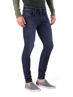 10 Ultimate Extreme Super Skinny Jeans For Men Skinny jeans for men have been popular for years now, ever since the 90's and mid 2000's faded out and our clothes started getting slimmer…