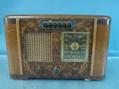 RCA Victor Deco Wood Radio