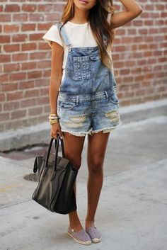 Denim overalls from Sincerely Jules. Denim overalls have been making a comeback and suggest that fashion trends occur in an ongoing circular cycle. Spring Summer Fashion, Spring Outfits, Summer Outfit, Spring Dresses, Spring Shoes, Style Summer, Spring 2016, Fall 2015, Beach Outfits