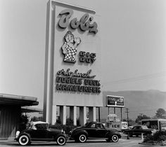 The oldest remaining Bob's Big Boy location W Riverside Drive, Burbank, CA Declared a historical landmark by the state of California in Vintage Diner, Vintage Restaurant, Classic Car Show, Classic Cars, Big Boy Restaurants, California History, Burbank California, Southern California, Pin Up