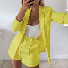 hot sale new 2019 ins explosion Women's clothing autumn long sleeve cardigan jacket shorts solid color two-piece Lady suit real – Hot Products Suit Fashion, Look Fashion, Fashion Outfits, Fashion Women, Women's Classy Fashion Styles, Chic Womens Fashion, Cute Fashion Style, Classic Fashion Looks, Yeezy Fashion
