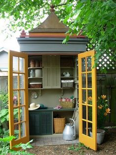 YES... to have a potting shed just like this! Sure, we have a shed but it's a maze of shovels, a lawnmower, and tools. And so I keep dreaming of having one of these. What do you think?