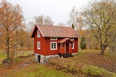 Swedish Cottage, Red Cottage, Small Tiny House, Tiny House Design, Norwegian House, Sweden House, Red Houses, Cottage Exterior, Small Buildings