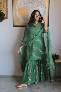 Fashion New Look Fashion New Look Simple Pakistani Dresses, Pakistani Dress Design, Pakistani Outfits, Indian Outfits, Sharara Designs, Kurti Designs Party Wear, Lehnga Dress, Sharara Suit, Simple Kurti Designs