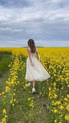 Cottage Wedding, Wedding Country, Country Weddings, Vintage Weddings, Lace Weddings, Bridal Dresses, Wedding Gowns, Wedding Dress Midi, Wedding Reception