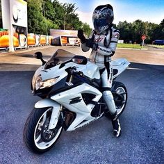 Gixxer girl Wcw @negr7775 Biker chick #gsxr600#gsxr750#bikerchick #motorcycle…