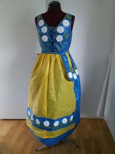 Min sverigedräkt av ikeapåsar #IKEA #sverigedräkt #blågul #frakta #folkdräkt #sy #ikeapåse #ikeabag #Sweden #ikea