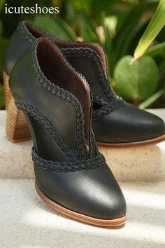 Women Sandals High Heel Summer Shoes. #heelsclassy #heelswithjeans #heelsoutfits #heelsprom #heelswithsocks #heelsclassyelegant #heelsclassyelegant #sandalssummer #sandalsoutfit #sandalsflat #sandalssummercomfortable #sandalsflatoutfit #sandalsflatoutfitcasual #icuteshoes Flat Sandals Outfit, Mid Heel Sandals, Mid Heel Shoes, Heels Outfits, Oxford Outfit, Oxford Heels, Womens Summer Shoes, Womens High Heels, Smart Casual Women