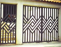 New Metal Door Grill Irons Ideas Grill Gate Design, Steel Gate Design, Iron Gate Design, Window Grill Design, House Gate Design, Railing Design, Fence Design, Metal Gates, Wrought Iron Doors