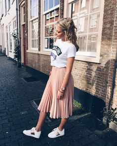 Pleated skirt outfit - H O L Y C H I C 💥 sunnydays yeezlouise pink Skirt Outfits Modest, Modest Wear, Pleated Skirt Outfit Casual, Pleated Skirts, Midi Skirt, Mode Outfits, Chic Outfits, Fashion Outfits, Pink Fashion