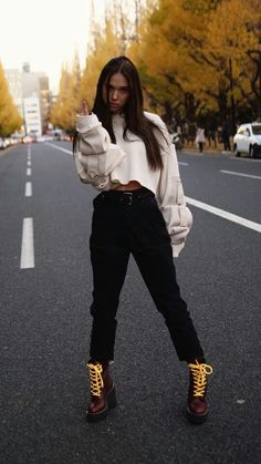 pinterest | burningaloe Girls Tumbler, Alexis Ren, Sassy Pants, Flawless Beauty, Poses, Celebrity Outfits, Woman Crush, Beautiful Celebrities, Types Of Fashion Styles