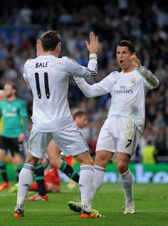 Cristiano Ronaldo celebrates with teammate Gareth Bale after scoring the opening goal during the UEFA Champions League round of second leg match between Real Madrid and FC Schalke 04 at Estadio Santiago Bernabéu on March 2014 in Madrid, Spain. Good Soccer Players, Football Players, Garet Bale, Portugal National Team, Real Madrid Players, Cristiano Ronaldo Cr7, Best Football Team, Best Club, Uefa Champions League