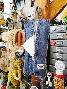 Jean Crafts, Denim Crafts, Denim Bag Patterns, Denim Tote Bags, Denim Ideas, Altering Clothes, Recycled Denim, Cut Jeans, Denim Fashion